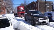 Ford F150 Fx4 помага на закъсал камион