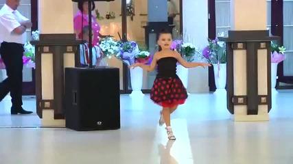 Пет годишни деца имат талант да танцуват много яко