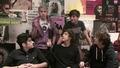 One Direction - Говорят за писането на песни, това да се без тениски и яки прически с Sugarscape