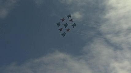 Russia: Aviators perform spectacular stunts using military jets