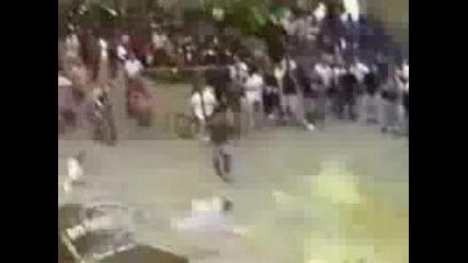 Максимален Риск - Джанта Удря Човек В Лицето