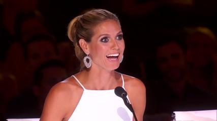 Страхотен номер с гълтане на пръстен, катинар и топче - America's Got Talent 2015