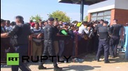 Croatia: Police let refugees enter Opatovac centre in small groups