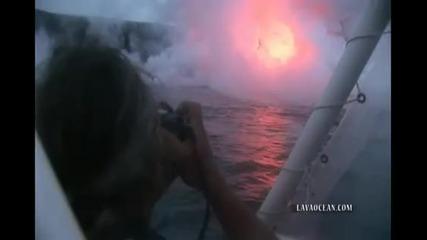 кадри от изригването на подводен вулкан на Хаваите