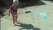 Бебе Се Страхува От Сянката Си