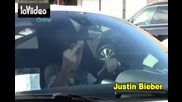 17.11.2012 ! Джъстин показва среден пръст в Бевърли Хилс !