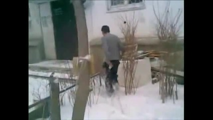 Виж как крадец падна от четвъртия етаж