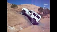 Jeep Cherokee succesfully climbing Dump Bump in Moab