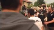 """Разгневени хора нахлуха в ромската махала в """"Орландовци"""", има ранени"""