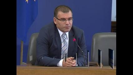 Дянков иска данък върху лихвите по депозити