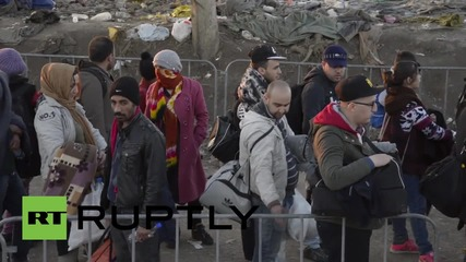 Serbia: Hundreds of refugees cross border into Croatia