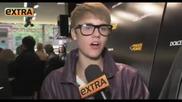 Бийбър се шегува със Скутър в интервю - вечер на модата в Ню Йорк [d&g]