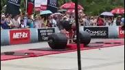 Най-силният мъж на света вдигнал 442,5 кг