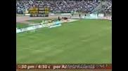 Футболен запалянко Удря кроше на Жена от Публиката