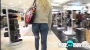 Момиче обикаля Ню Йорк без панталони