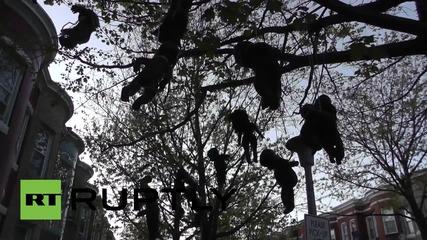 Инсталация с обесени черни кукли в Балтимор като протест срещу полицейското насилие