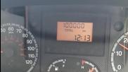 Моментът, когато микробусът навърши 100,000 мили