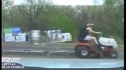 Това вече е шофиране в нетрезво състояние - косачка и 10 колички с бира