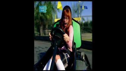 Avril Lavigne - Girlfriend - Hq