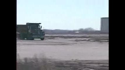 Тоя се утрепа с камиона