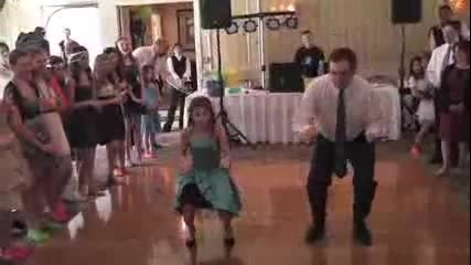 Нейният баща отказа да танцува с нея. След като тя настоява? Всички бяха в шок!
