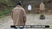 Стрелец инструктор в надпревара със секундите ,показва бърза и точна стрелба с огнестрелно оръжие!