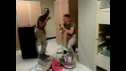 Войници Ни Показват Как Се Чисти Пода