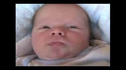 Пръцкащо Бебе