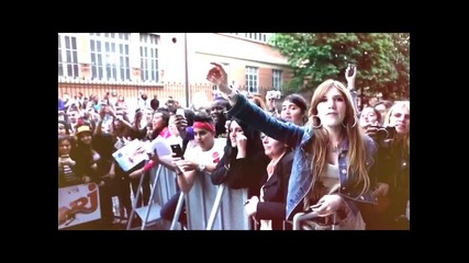 Фенове пеят Boyfriend за Justin Bieber