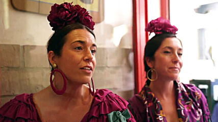 Spain: Locals dance flamenco in streets to recreate atmosphere of cancelled 'Seville Fair'