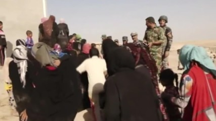 Iraq: Refugees flee across the border to Syria from Mosul