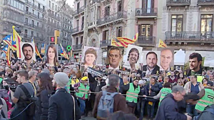 Spain: Catalan independence movement stages mass protest in Barcelona