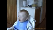 Бебе Умира От Смях