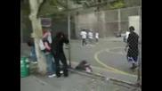 Луди негри играят баскетбол в центара на Манхатан.wmv