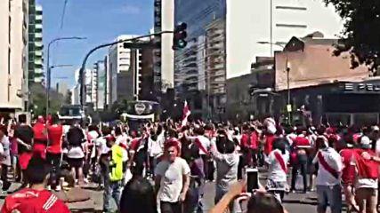 Атаката по автобуса на Бока Хуниорс
