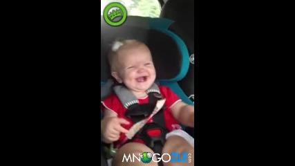 Бебе се кефи на песен на Katty Pery (смях)