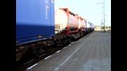 товарен влак преминава през гара Пазарджик.
