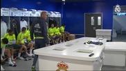 Зинедин Зидан поздрави играчите един по един, преди първата си тренировка на Реал Мадрид