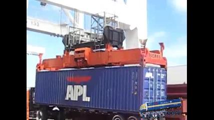 разтоварване на контейнер