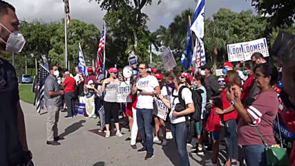 USA: Trump waves to supporters from car after voting in West Palm Beach