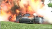 Пич взривява колата на баба си - Шега