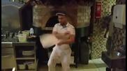 Майсторски акробатични умения с тесто за пица