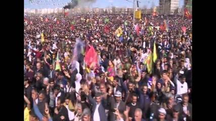 Turkey: Thousands celebrate Newroz in Diyarbakir despite terror fears
