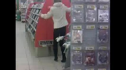 Ненормалнa жена в магазин !