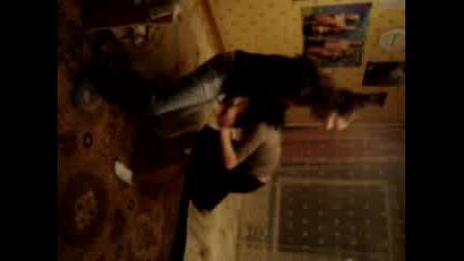 Момичета Танцуват Вкъщи