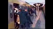 Как Се Пълнят Влаковете В Япония В Пиковите Часове