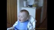 Голям Смях На Пияно Бебе