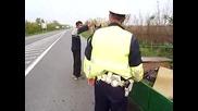 Полицай спира кон на автопилот