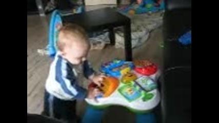 Анди ходи с масата :)
