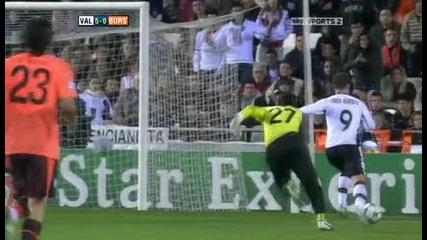 Valencia v Bursaspor Sky Highlights - football video 24.11.10